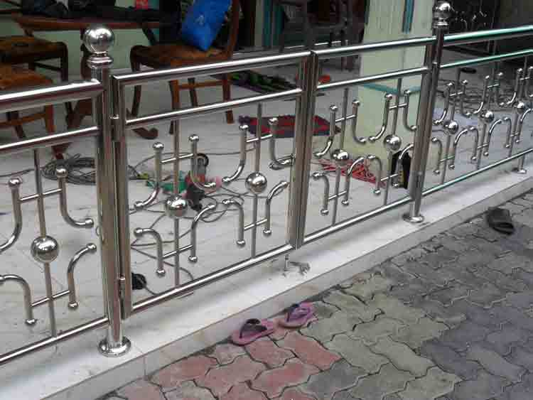 Indian Balcony Railings Looks and Their Types - DecorChamp