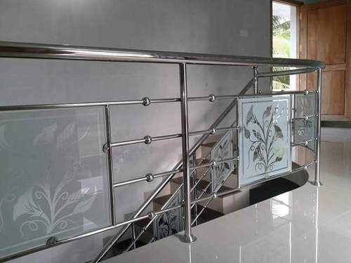 Stainless Steel Glass Railing Design Balcony at Rs 450 ...